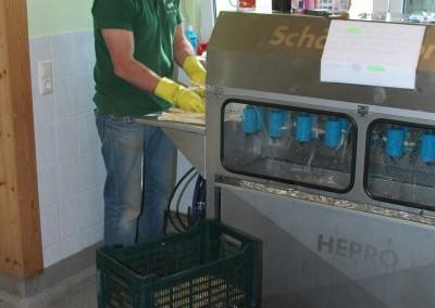 Die Spargelschälmschine arbeitet seit Mai 2015 an der zweiten Million geschälter Stangen.